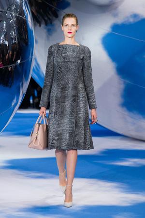 Показ Christian Dior коллекции сезона Осень-зима 2013-2014 года prêt-à-porter - www.elle.ru - Подиум - фото 536957