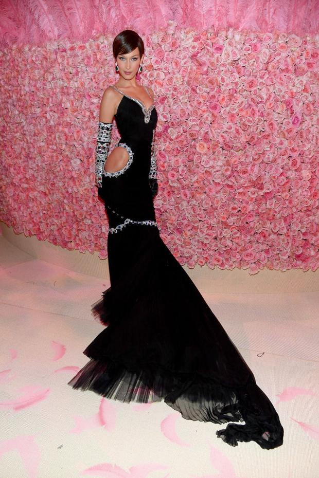 Никаких «голых» платьев, только роскошь: все супермодели на Met Gala (фото 13)
