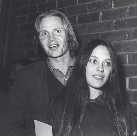 Анджелина Джоли помирилась с отцом после развода с Брэдом Питтом   галерея [2] фото [2]
