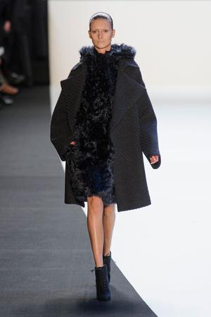 Показы мод Akris Осень-зима 2014-2015 | Подиум на ELLE - Подиум - фото 4015