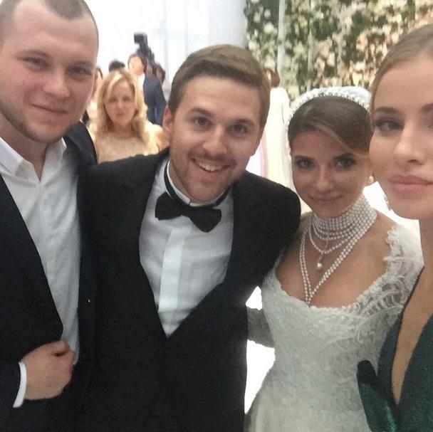 Сергей и Тата Бондарчук с молодоженами