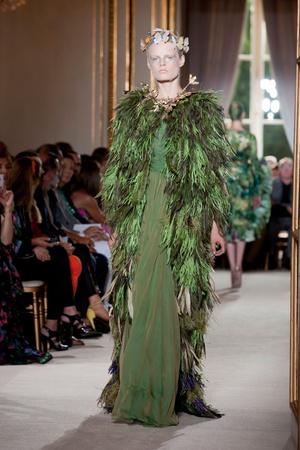 Показ Giambattista Valli коллекции сезона Осень-зима 2012-2013 года Haute couture - www.elle.ru - Подиум - фото 403397