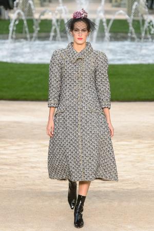 Показ Chanel коллекции сезона Весна-лето 2018 года Haute couture - www.elle.ru - Подиум - фото 674021