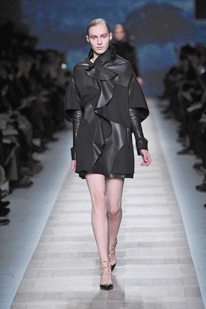 Показы мод Valentino Осень-зима 2010-2011 | Подиум на ELLE - Подиум - фото 2707