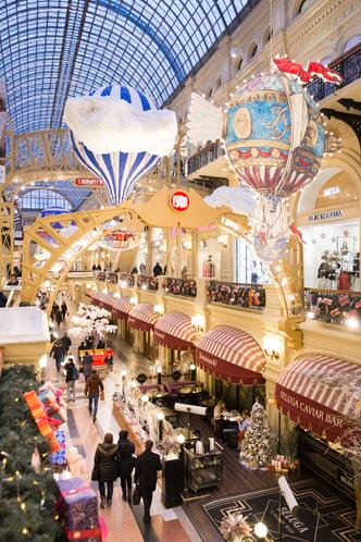 Сказочные декорации новогоднего ГУМа (фото 1)