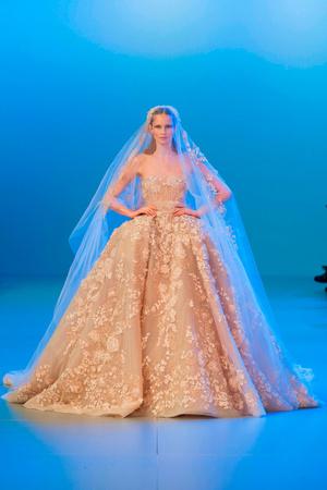 Показ Elie Saab коллекции сезона Весна-лето 2014 года Haute couture - www.elle.ru - Подиум - фото 575156