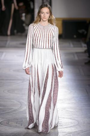 Показ Giambattista Valli коллекции сезона Весна-лето 2018 года Haute couture - www.elle.ru - Подиум - фото 671901