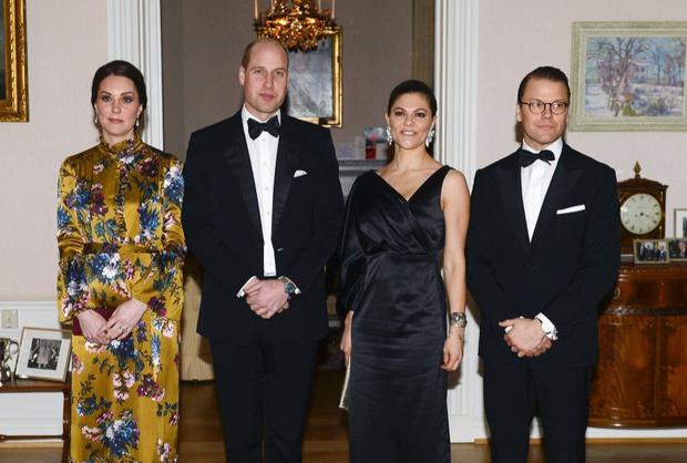 Кейт Миддлтон в атласном платье Erdem на ужине с королевской семьей Швеции (фото 3)
