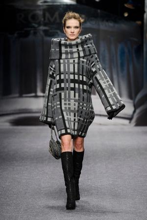 Показ Laura Biagiotti коллекции сезона Осень-зима 2013-2014 года prêt-à-porter - www.elle.ru - Подиум - фото 524934