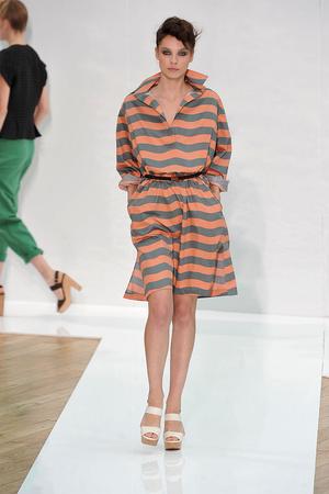 Показы мод Nicole Farhi Весна-лето 2010 | Подиум на ELLE - Подиум - фото 3027