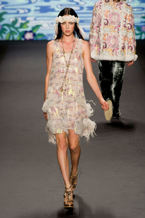 Показ Anna Sui коллекции сезона Весна-лето 2014 года prêt-à-porter - www.elle.ru - Подиум - фото 562299
