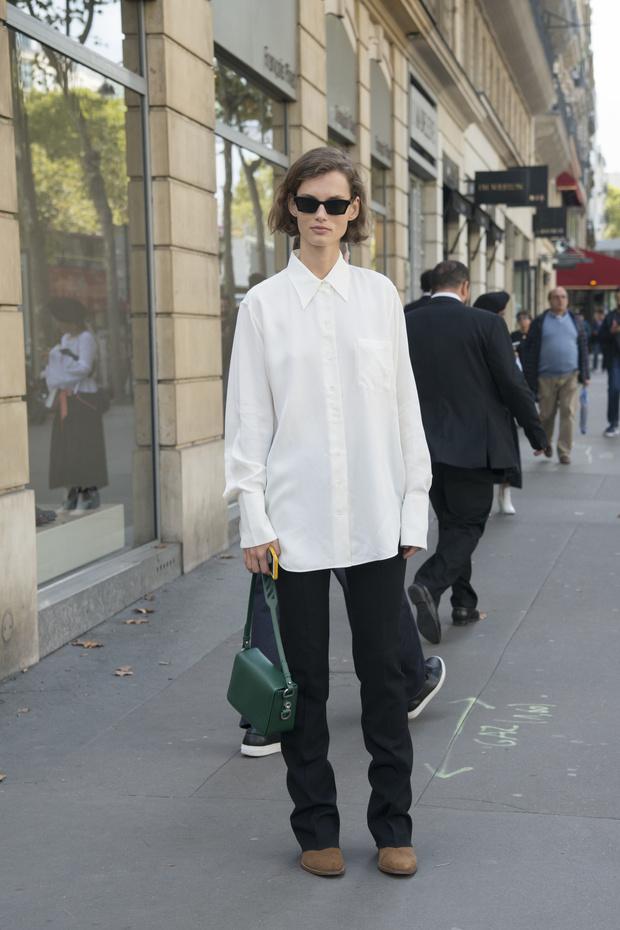 5 способов носить белую рубашку-оверсайз (фото 19)