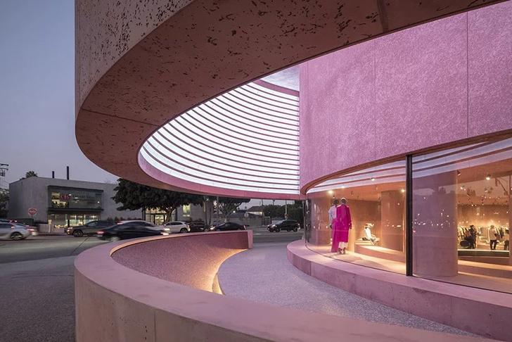 Розовая пристройка к Beverly Center по проекту Дэвида Аджайе (фото 3)