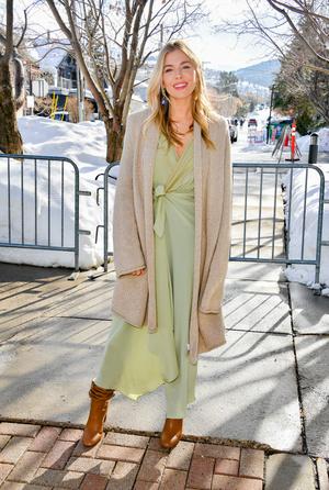 Как носить летнее платье зимой? Показывает Сиенна Миллер (фото 0.1)