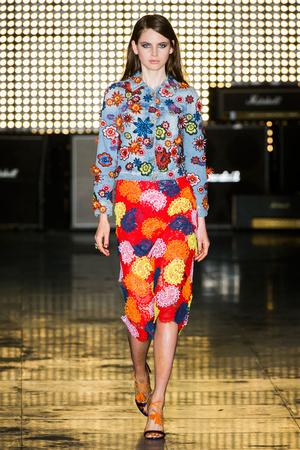 Показы мод House of Holland Весна-лето 2015 | Подиум на ELLE - Подиум - фото 4114