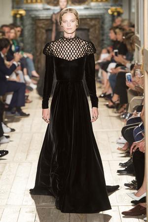 Показ Valentino коллекции сезона Осень-зима 2016-2017 года haute couture - www.elle.ru - Подиум - фото 607390