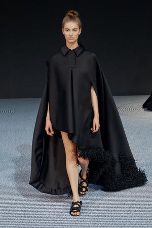 Показ Viktor & Rolf коллекции сезона Осень-зима 2013-2014 года Haute couture - www.elle.ru - Подиум - фото 556561