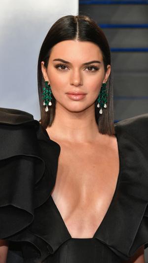 Призрачная нить: самые откровенные платья звезд на вечеринке после «Оскара» (фото 2.2)