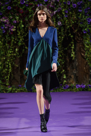Показы мод Alexis Mabille Осень-зима 2014-2015 | Подиум на ELLE - Подиум - фото 3979