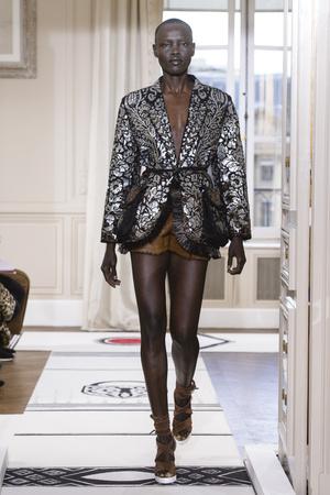 Показ Schiaparelli коллекции сезона Весна-лето 2018 года Haute couture - www.elle.ru - Подиум - фото 671341