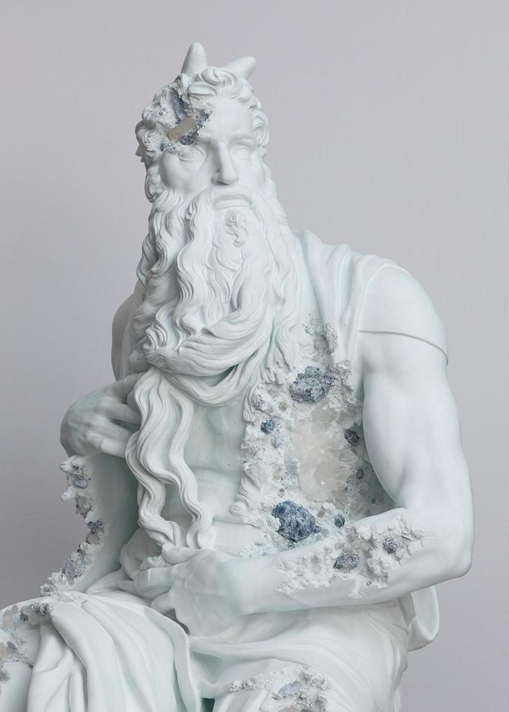 Античные скульптуры на выставке Дэниела Аршама в Париже (фото 2)