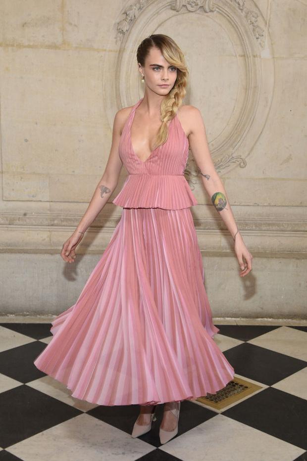 Дженифер Лоуренс, Карли Клосс и Кара Делевинь и другие на показе Dior (фото 1)