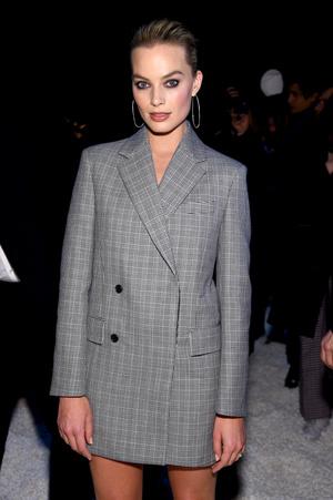 Образ дня: Марго Робби на показе Calvin Klein (фото 1)