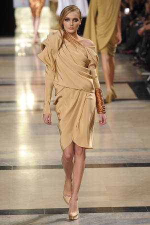 Показ Stephane Rolland коллекции сезона Весна-лето 2011 года Haute couture - www.elle.ru - Подиум - фото 215993