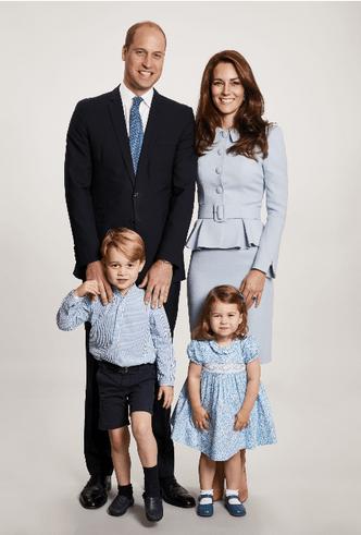 Британия vs. Швеция: рождественские открытки королевских семей (фото 1)