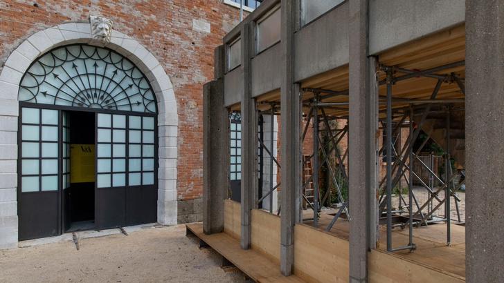 Комплекс Robin Hood Gardens на биеннале в Венеции (фото 9)