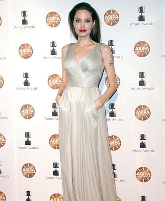 Фото дня: Анджелина Джоли с детьми на Annie Awards (фото 1)