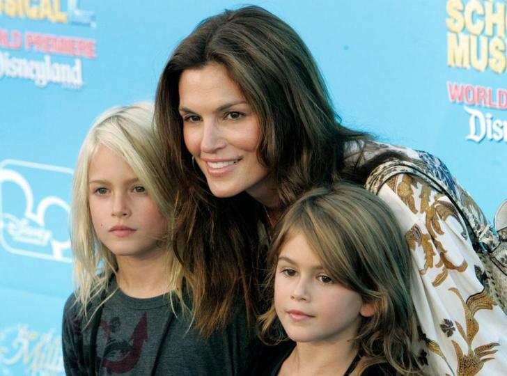 Маленькая Кайя с матерью Синди Кроуфорд и братом Пресли Гербером