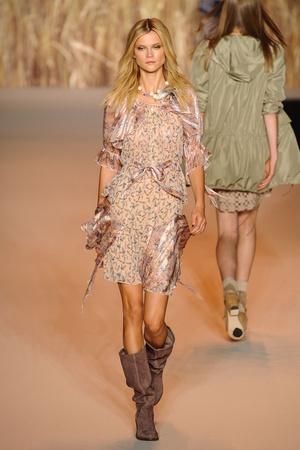 Показы мод Anna Sui Весна-лето 2011 | Подиум на ELLE - Подиум - фото 2635