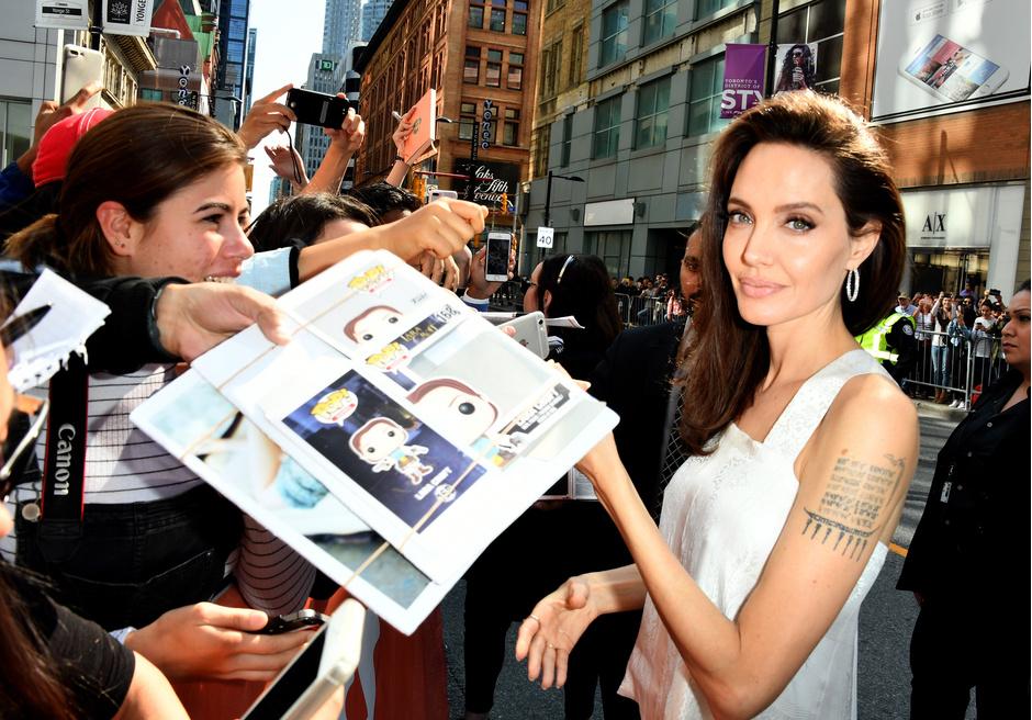 Красота вне времени: бьюти-секреты Анджелины Джоли фото [9]