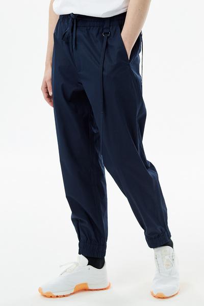 Тренд: походные брюки, которые теперь можно носить не только в поход (галерея 10, фото 4)