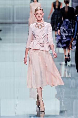 Показ Christian Dior коллекции сезона Осень-зима 2012-2013 года prêt-à-porter - www.elle.ru - Подиум - фото 376289