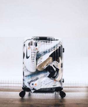 Новая коллаборация Off-White и Rimowa скрыла содержимое багажа (фото 1.2)