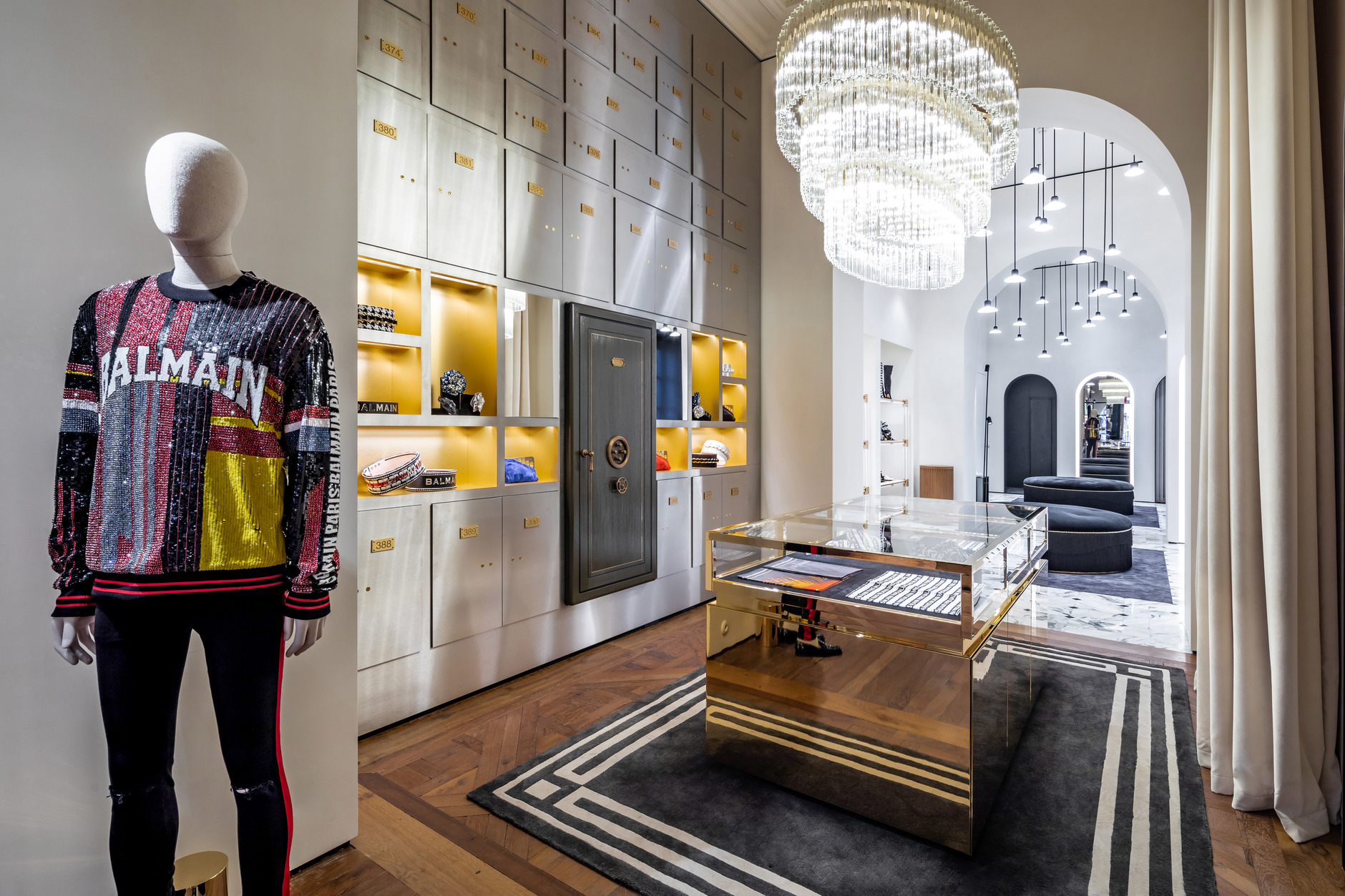 1fbd09e90a60 Флагманский бутик Balmain в Париже | ELLE Decoration