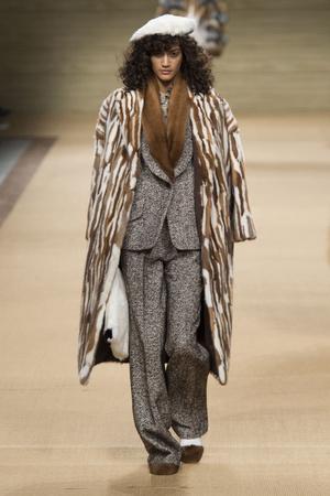 Показы мод Simonetta Ravizza Осень-зима 2016-2017 | Подиум на ELLE - Подиум - фото 4540