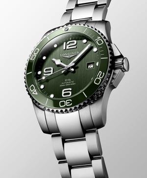 Крупным планом: часы Longines в зеленых оттенках (фото 1.1)