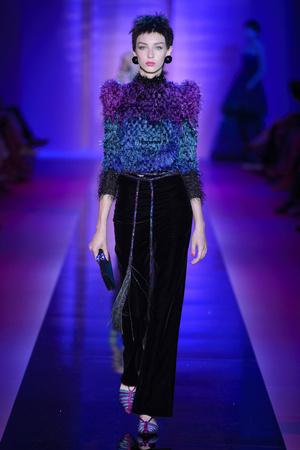Показ Armani Privé  коллекции сезона Осень-зима 2015-2016 года Haute couture - www.elle.ru - Подиум - фото 597022
