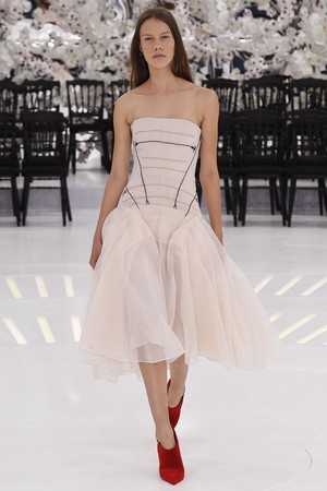 Показ Christian Dior коллекции сезона Осень-зима 2014-2015 года Haute couture - www.elle.ru - Подиум - фото 584666