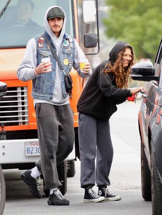 Без паники: Зендая и Джейкоб Элорди на прогулки в Лос-Анджелесе (фото 0.1)
