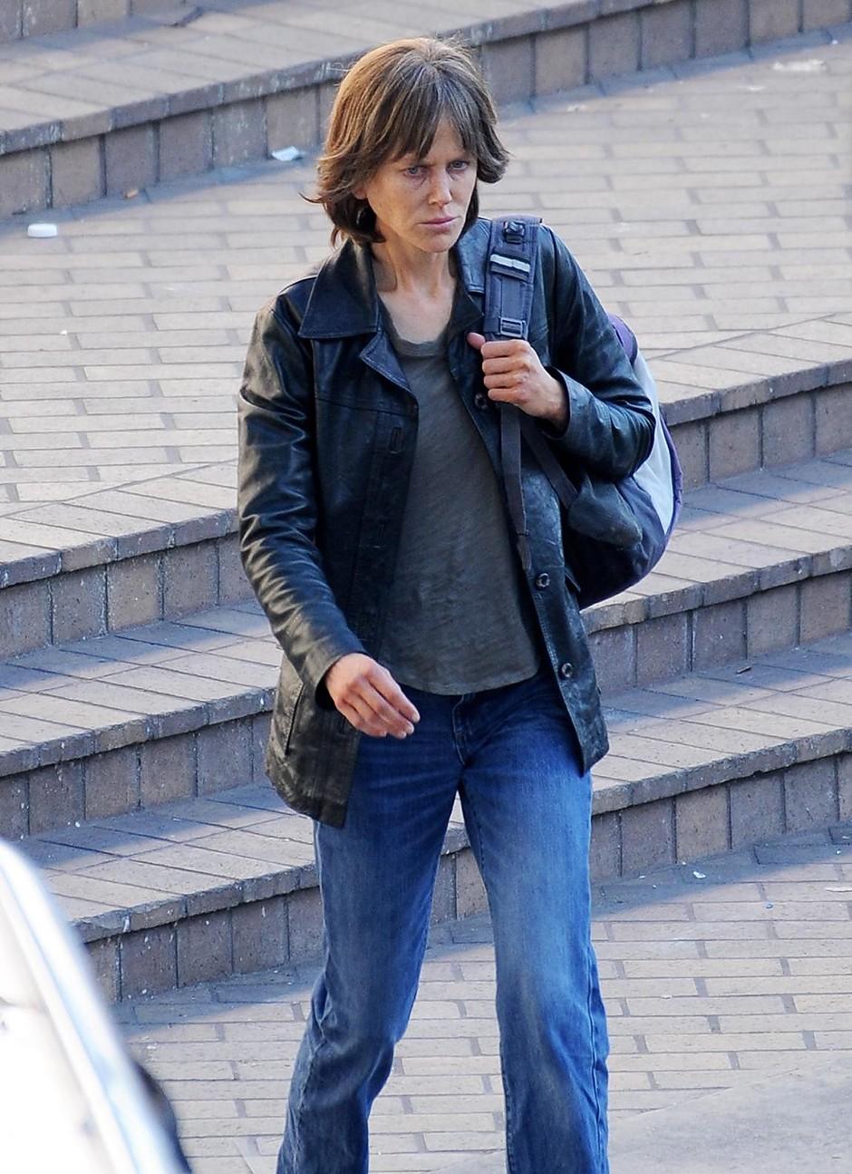 Фото дня: неузнаваемая Николь Кидман на съемках в Лос-Анджелесе (фото 1)