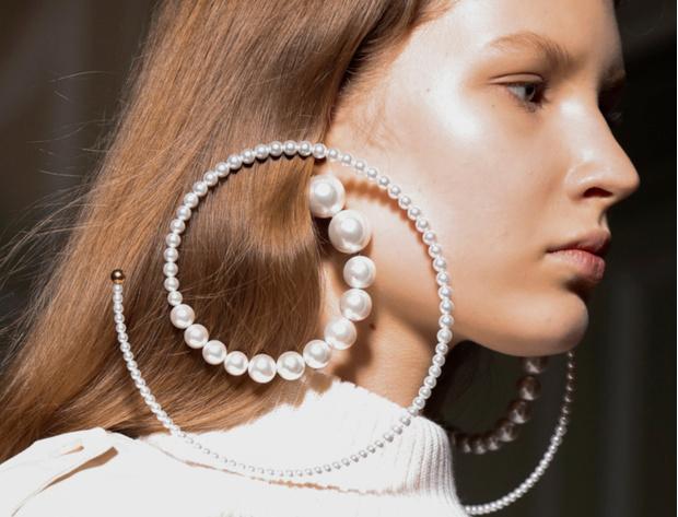 Эпоха возрождения: жемчужные украшения вновь стали объектом желания (фото 13)