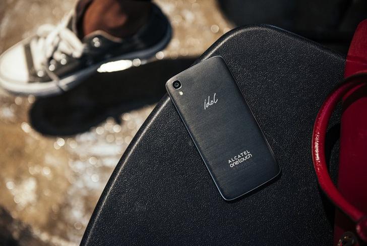 как ни крути: Alcatel представил новый смартфон