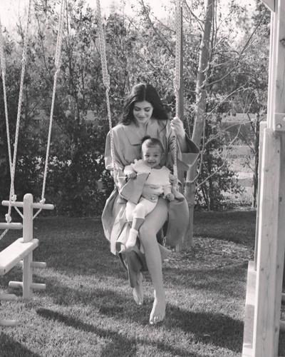 Идиллия: 6 новых (и очень красивых) фотографий Кайли Дженнер и ее дочери Сторми (галерея 2, фото 2)