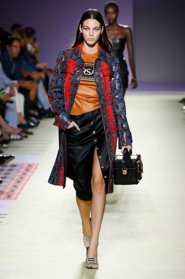 Энциклопедия красоты: 15 супермоделей на показе Versace (фото 9)
