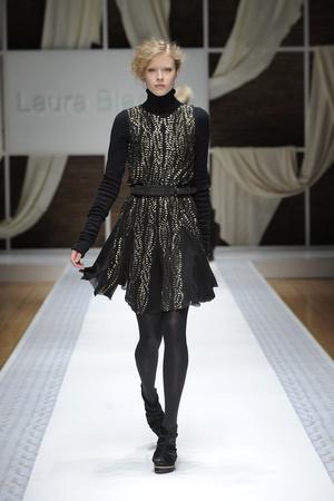 Показы мод Laura Biagiotti Осень-зима 2010-2011 | Подиум на ELLE - Подиум - фото 2743