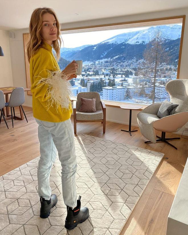 Если и носить резиновые сапоги, то только с джинсами как у Натальи Водяновой (фото 0)